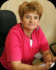 kierownik oddziału ubrana w różową odzież ochronną