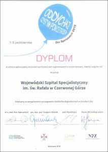 Dyplom na białym tle z czarnym i czerwonym tekstem dla Szpitala